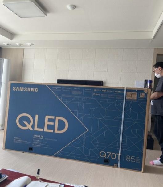 QN85Q70T_Auction_02.jpg